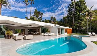 Luxe villa on Hillcrest avenue in Beverly Hills