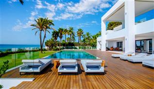 Modern villa in Marbella beach