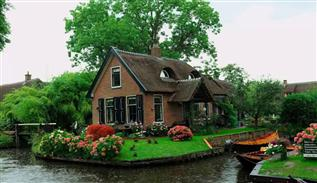 Giethoorn dream village in Netherlands