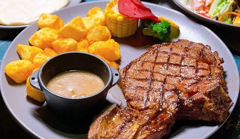 Roble Restaurant Steak